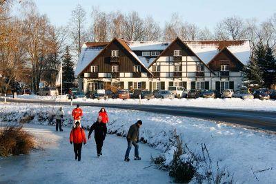 Eislaufen am Hotel